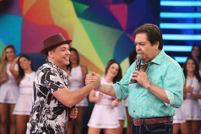 Wesley Safadão canta sucessos no 'Domingão' (Foto: Carol Caminha/Gshow)