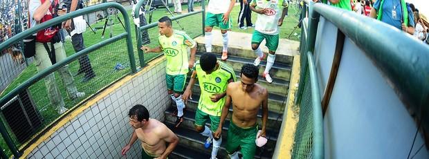 jogadores do palmeiras desolados no jogo contra o Flamengo (Foto: Marcos Ribolli / Globoesporte.com)
