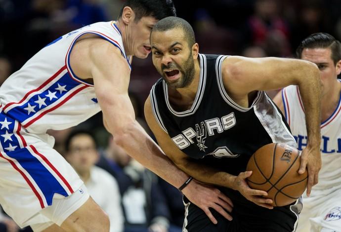 Philadelphia 76ers vs. San Antonio Spurs NBA (Foto: Reuters)
