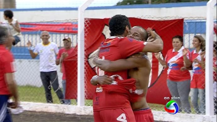 Jogadores do Comercial-MS comemoram título sul-mato-grossense (Foto: Reprodução/TV Morena)