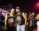 Rodriguinho e Danilo curtem desfile das escolas de samba em São Paulo