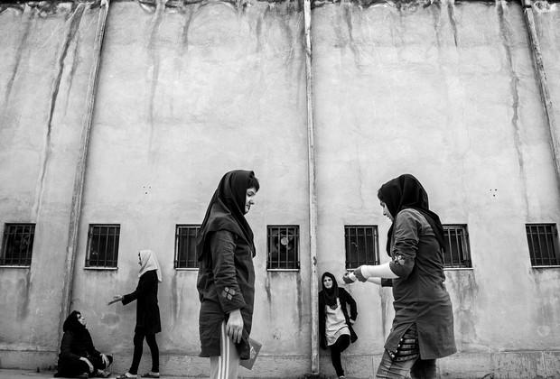 As meninas podem ir ao pátio duas vezes ao dia, por uma hora (Foto: Sadegh Souri)