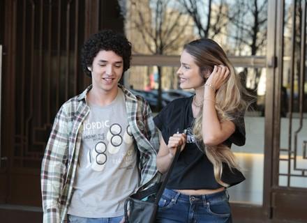 Filho de Alex marca encontro com modelo de Fanny
