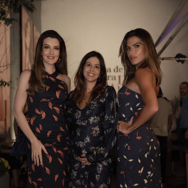 Larissa Manoela, Mariana Goldfarb e a estilista, Roberta Ribeiro (Foto: Miguel Sá)