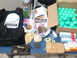 Material apreendido pela PM no Bairro Santa Cândida em Juiz de Fora (Foto: Polícia Militar/Divulgação)