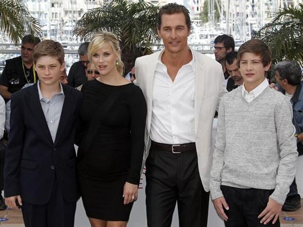 Jacob Lofland, Reese Witherspoon, Matthew McConaughey e Tye Sheridan posam para foto no 65º Festival de Cannes (Foto: Jean-Paul Pelissier/Reuters)