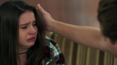 Manuela implora que Caio não mate Tânia