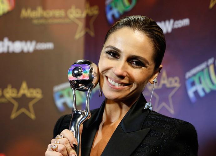 Giovanna Antonelli posa com troféu do Melhores do Ano (Foto: Ellen Soares/Gshow)