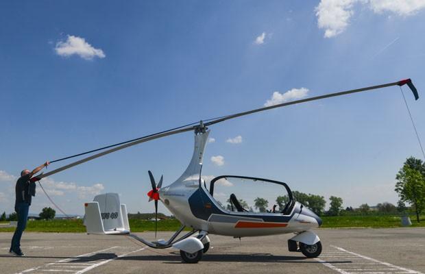 GyroDrive é um mini-helicóptero que pode circular nas estrada (Foto: MICHAL CIZEK / AFP)