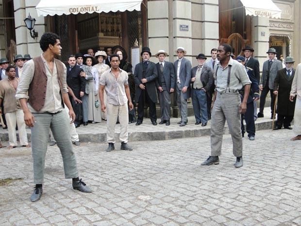 Zé Maria acaba com a armação de Caniço e Bonifácio (Foto: Lado a Lado / TV Globo)
