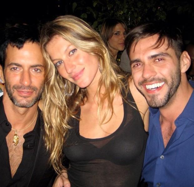 Marc Jacobs com os brasileiros Gisele Bündchen e Lorenzo Martone  (Foto: Reprodução do Instagram)