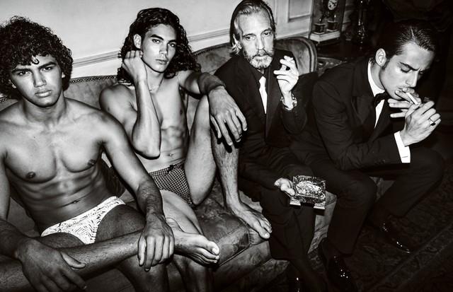 Patrick Luvise, Vitto Basso, Pedro Aguinaga e Iann Pastor na Vogue Hommes (Foto: Mario Testino)