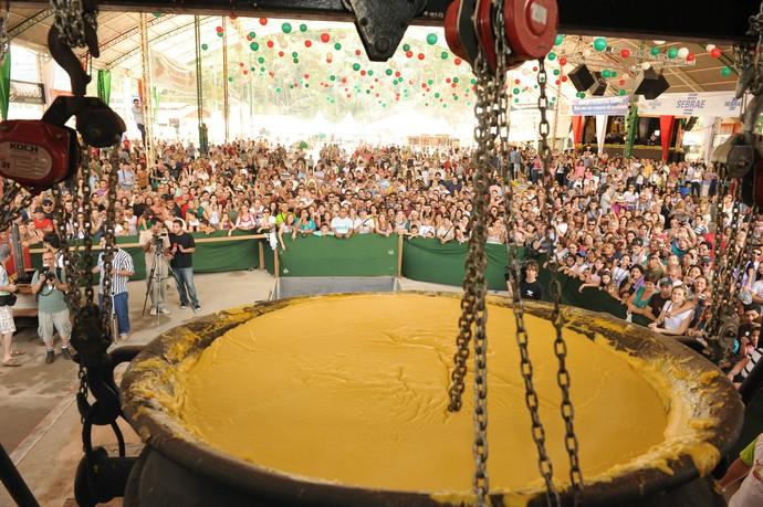 O tombo da Polenta é o auge da festa (Foto: Divulgação / Governo do ES)