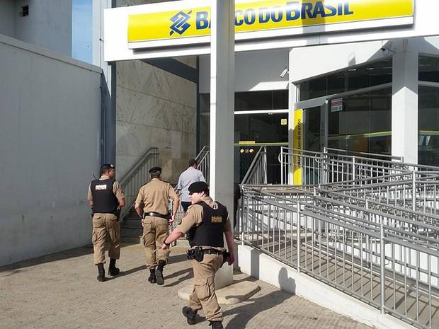 Crime ocorreu no Banco do Brasil no Centro de Oliveira (Foto: Marcelo Praxedes/Divulgação)