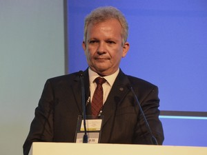 O ministro das Comunicações, André Figueiredo, discursou durante a abertura oficial do IGF 2015 (Foto: Diogo Almeida/G1)