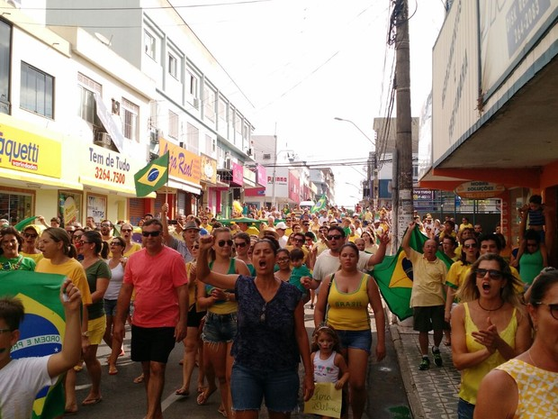 Protesto em Linhares (Foto: Kaio Henrique/TV Gazeta)