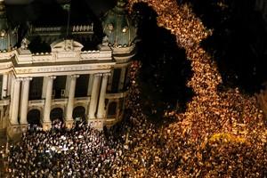 RIO: manifestação reúne  100 mil e toma as ruas do Centro (Fabio Motta/Estadão Conteúdo)