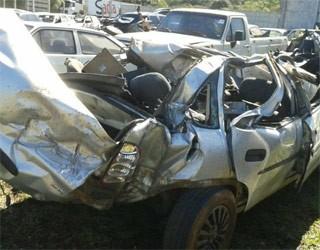 Acidente com carro lotado mata uma pessoa na região de Guarapuava (Foto: Valdinei Oliveira/RPC TV)