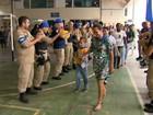 Policiais raspam a cabeça em apoio a crianças com câncer no ES