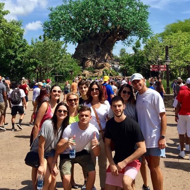 Fátima Bernardes com amigos e família (Foto: Reprodução/Instagram)