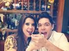 Ah, o amor... Ex-BBBs Andressa e Nasser fazem aviãozinho em jantar