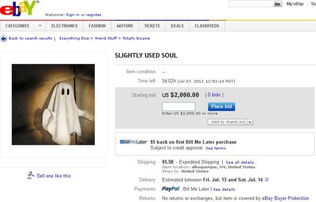 """Suposto anúncio da """"Alma ligeiramente usada"""" no site de leilões, com preço inicial de US$ 2 mil e frete de US$ 5,50 (Foto: Reprodução)"""
