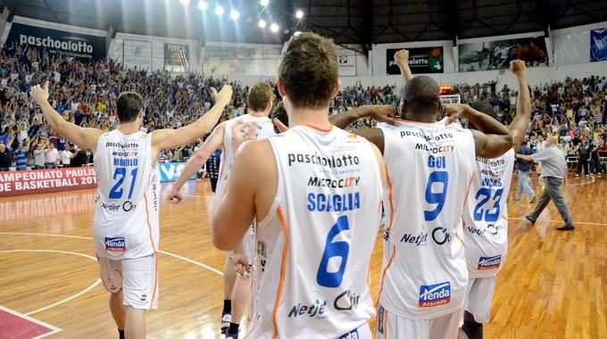 Bauru Basquete x Franca, festa pela classificação à final do Paulista (Foto: Caio Casagrande / Bauru Basket)
