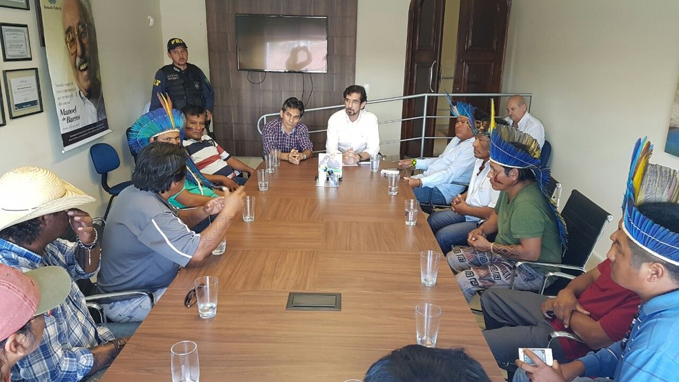 Reunião de lideranças indígenas com chefe de gabinete do senador Pedro Chaves (Foto: PRF/Divulgação)