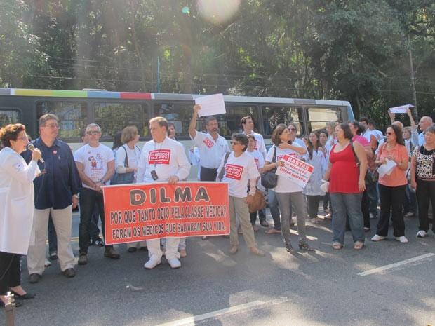 Médicos protestam contra a MP 568, no Jardim Botânico (Foto: Alba Valéria Mendonça/G1)