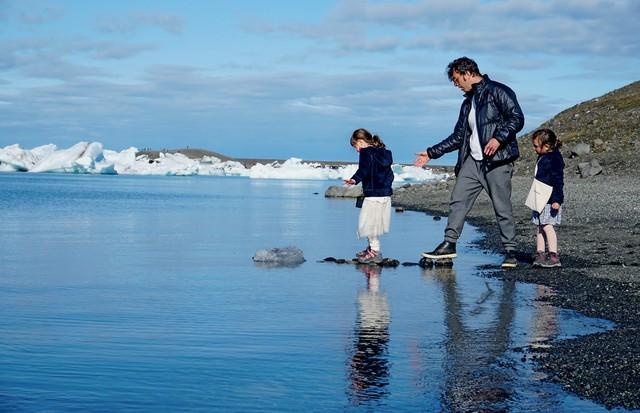 Arthur Hirsch com as filhas Mia e Lara, na Islândia (Foto: Divulgação)