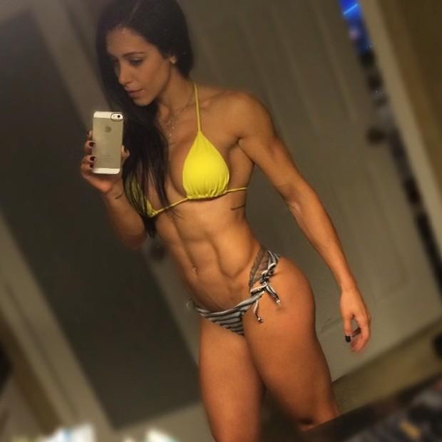 Bella Falconi exibe físico sarado (Foto: Instagram/ Reprodução)