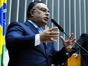 O deputado André Vargas (PT-PR), ao se defender no plenário na semana passada (Foto: Laycer Tomaz/Câmara)