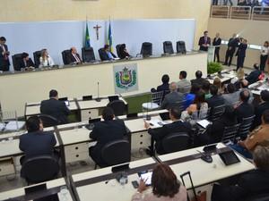 Deputados e secretários acompanharam leitura da mensagem na Assembleia do Amapá (Foto: Abinoan Santiago/G1)