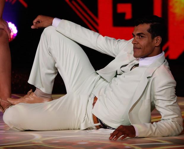 Marcello Melo Jr. se empolgou tanto que calça rasgou (Foto: Arthur Seixas/Gshow)