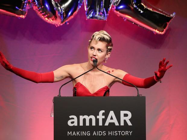 Miley Cyrus em baile de gala em Nova York, nos Estados Unidos (Foto: Neilson Barnard/ Getty Images/ AFP)