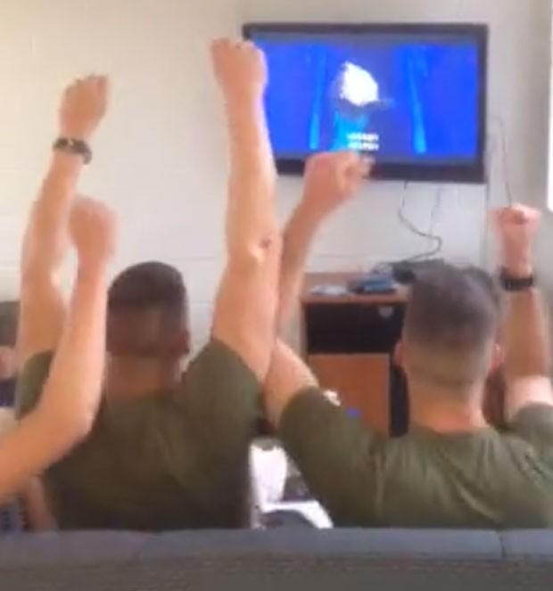 Militares 'viraram hit' em gravação na qual cantam animados a música 'Let it Go', tema da animação 'Frozen' (Foto: Reprodução/Facebook/Bill Nuche)
