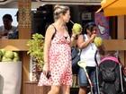 Luana Piovani exibe barrigão de grávida em passeio com a família