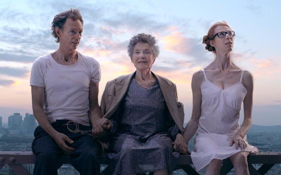 O filme Perdidos em Paris traz Emmanuelle Riva em sua última atuação. Ela encarna Martha, uma senhora cujo vigor remete à própria Emmanuelle (Foto: Divulgação)