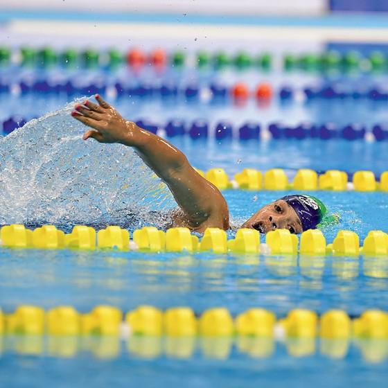 Patrícia Pereira dos Santos nadadora durante competição (Foto: Thiago Ribeiro/FRAMEPHOTO/Estadão Conteúdo)