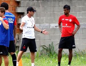 Jorginho Léo Moura treino Flamengo (Foto: Marcos Trisão / Ag. O Globo)