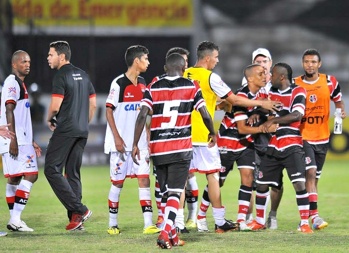 Wescley Santa Cruz x Atlético-GO Série B (Foto: Aldo Carneiro / Pernambuco Press)