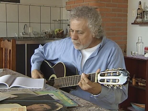 Jhota Luiz tem composições gravadas por vários cantores sertanejos (Foto: Reprodução TV TEM)
