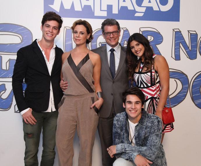 Miguel e sua família em 'Malhação (Foto: Fabiano Battaglin/Gshow)