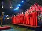 Árvore Cantante emociona público com apresentações na Rua Coberta