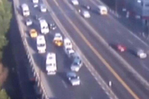 Gaivota provocou engavetamento em estrada movimentada em Istambul (Foto: Reprodução/YouTube/Daily Sabah)