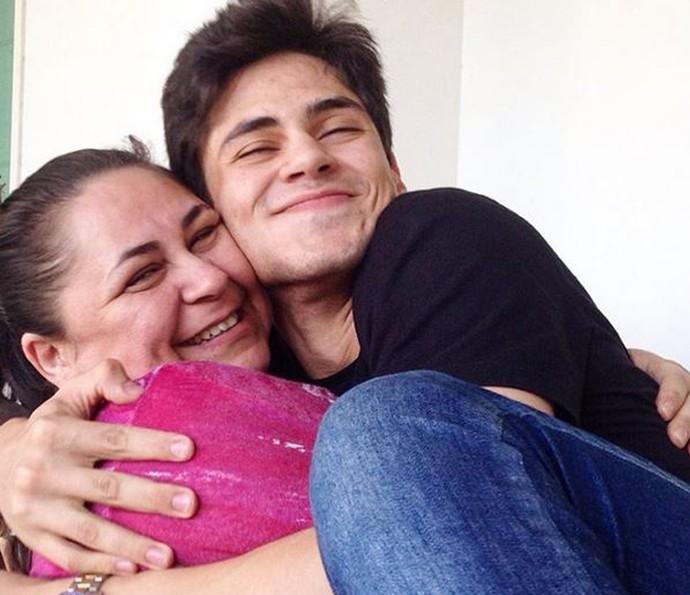 Lucas Veloso se derrete pela mãe: 'Sou muito apegado' (Foto: Arquivo Pessoal)