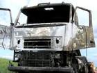 Caminhão pega fogo em trecho da rodovia Washington Luís