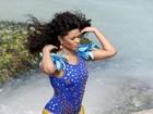 Após polêmica por peso, Juliana Alves posa de maiô em praia carioca