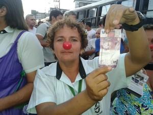 Cobradora Edjane Oliveira (Foto: Luna Markman/ G1)