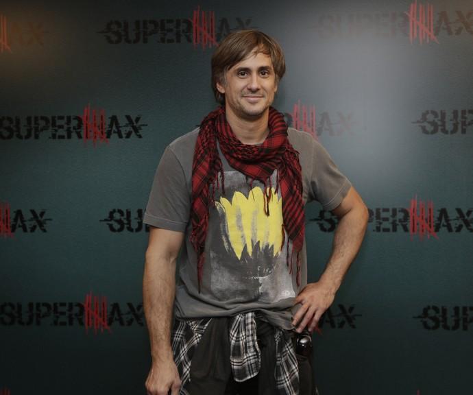 Nicolas Trevijano vive o Padre nando em Supermax (Foto: Artur Meninea / Gshow)